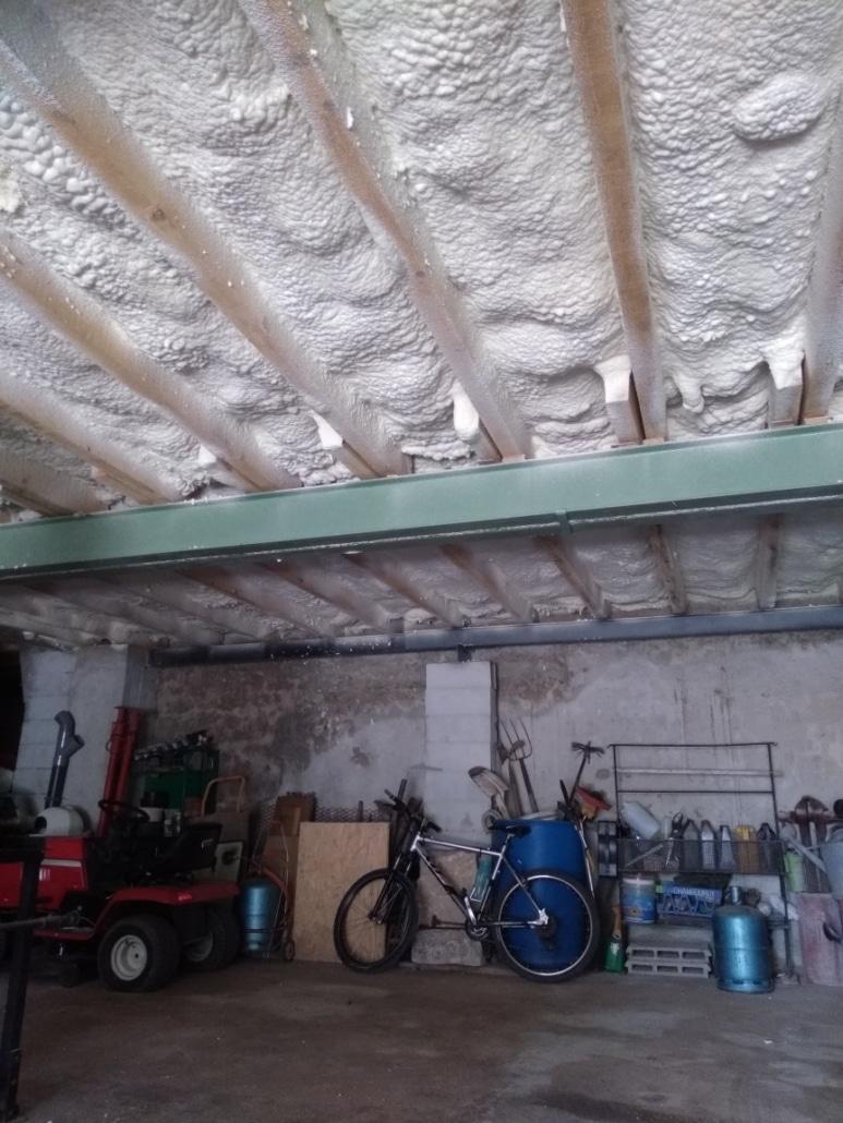 Plafond de cave isolé par projection de mousse polyurtéhane