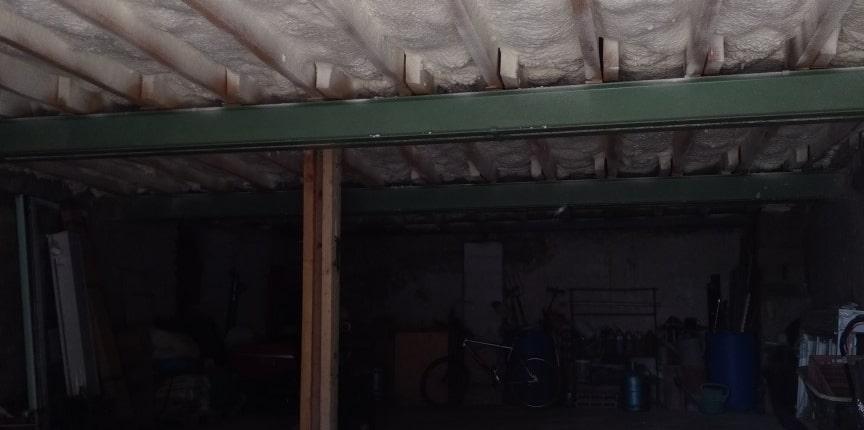 Isolation plafond garage mousse polyuréthane projetée