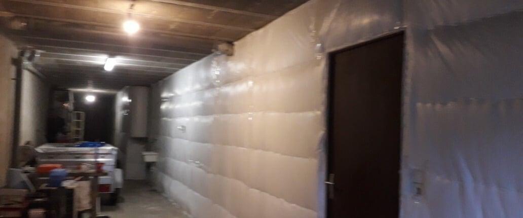 Isolation mur intérieur avec un isolant réflecteur alvéolaire de type TETRIS SUPER 8 NF